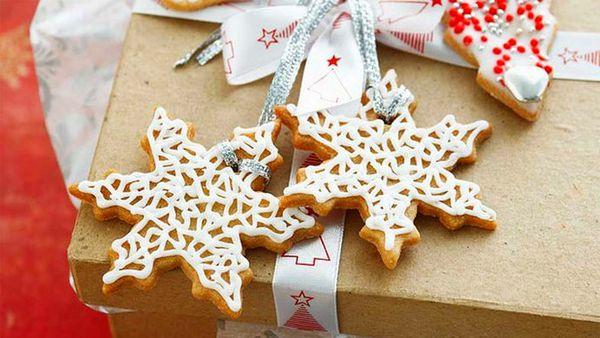 Christmas gift tag cookies