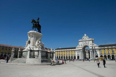 """<a href=""""http://elsewhere.nine.com.au/destinations/europe/portugal"""" target=""""_top""""><strong>Portugal</strong></a>"""